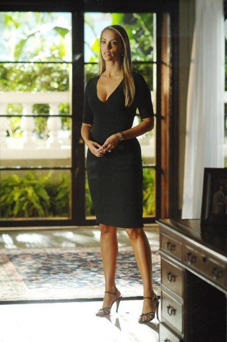 images2.fanpop.com-CSI-Miami-elizabeth-berkley-2708185-600-903-465x700
