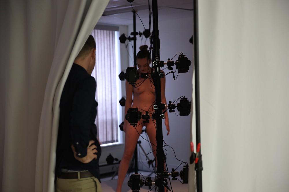 behind-the-scenes-of-tori-blacks-virtual-reality-porn-debut-body-image-1452182794-size_1000